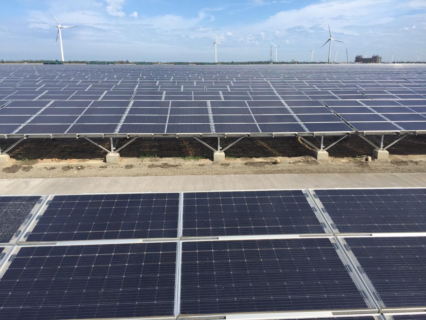 台電彰濱太陽光電場10月22日中午發出第一度電 率先將14MW併入電網
