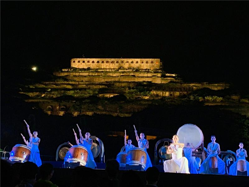 U-theatre's large outdoor performance in front of Remains of the 13 Levels